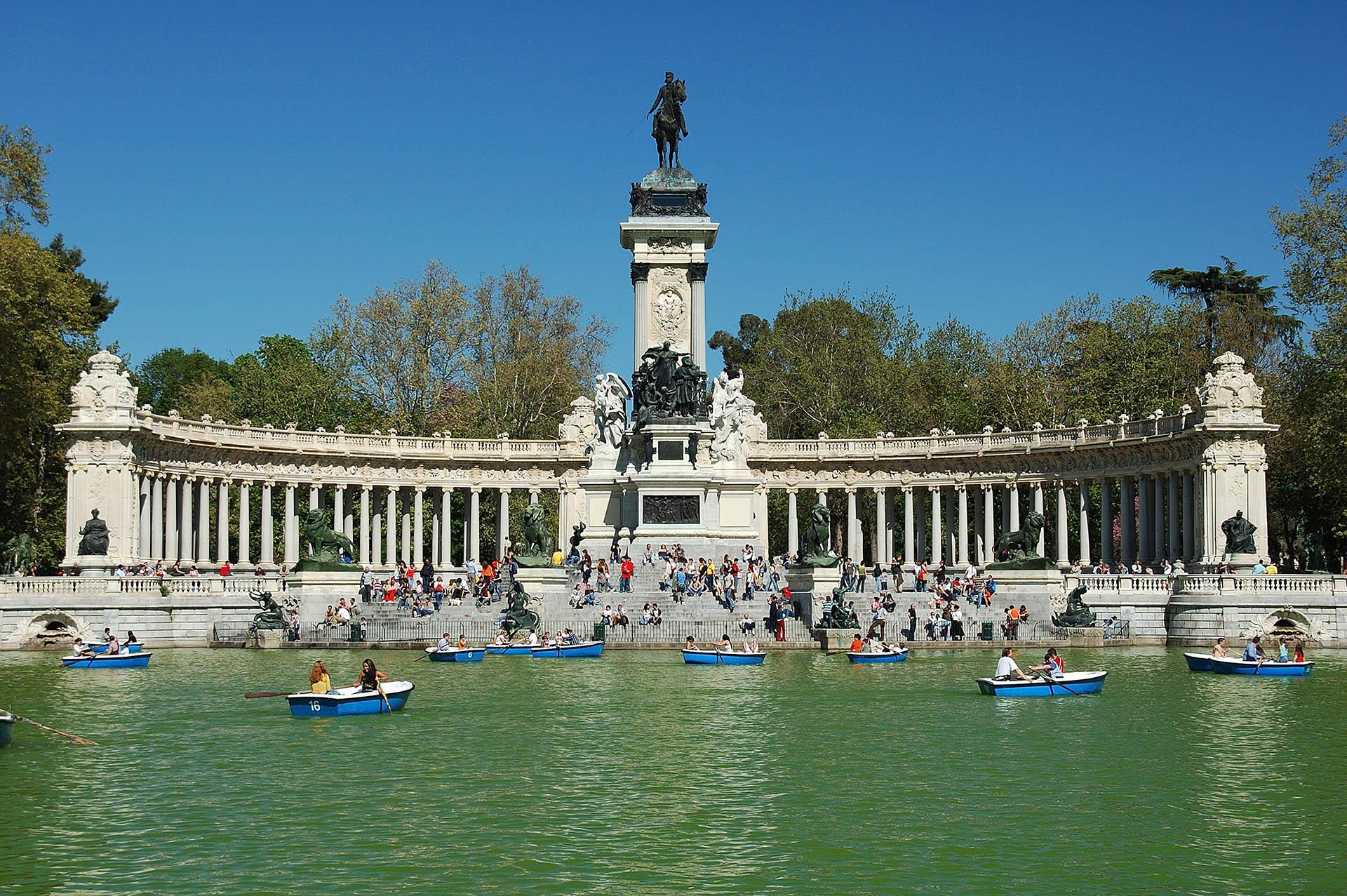 lago del Parque del Buen retiro de Madrid